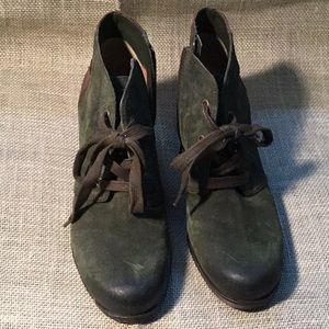 Naturalizer green suede boots